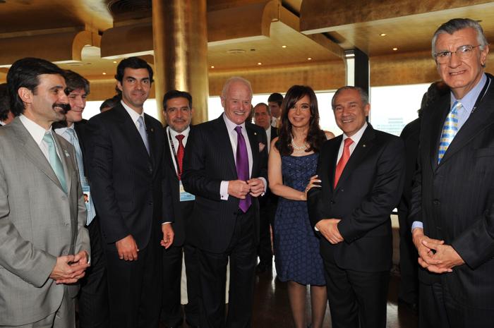 Junto al Secretario de Mineria, el Mtro. de Economia, el Pte. de Barrick Gold y los Gobernadores de La Rioja, Salta, Catamarca y San Juan.